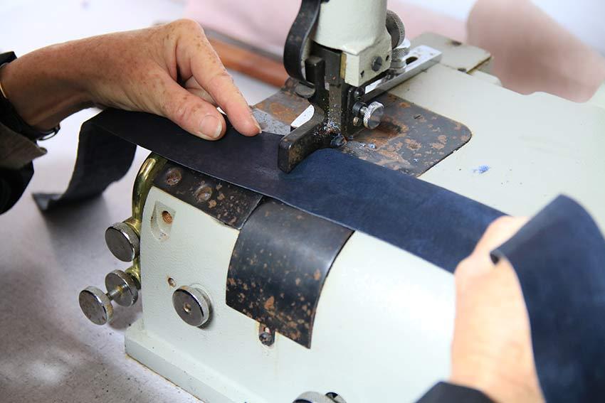 stage formation professionnelle travail du cuir maroquinier des bases la pr paration au. Black Bedroom Furniture Sets. Home Design Ideas